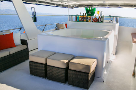 Houseboat with spa pool